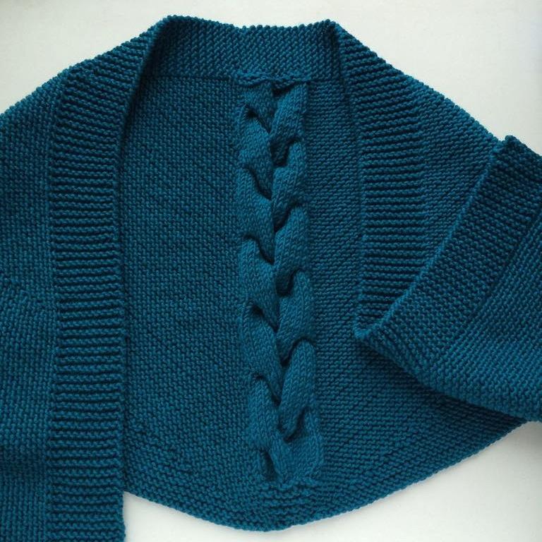 Связанный вручную шарф-бактус