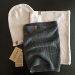 Серый и бужевый снуды и шапочка-бини